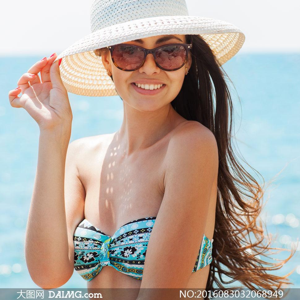 开心笑容泳装美女人物摄影高清图片