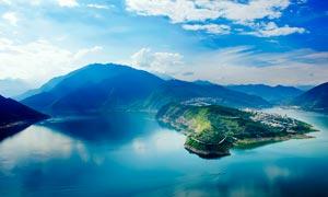 蓝天下的汉源湖美景摄影图片