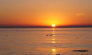 海上唯美的日出景色摄影图片