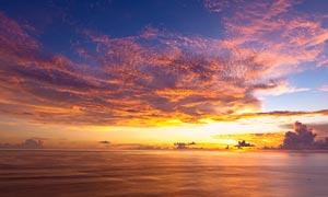 海洋上美丽的夕阳美景摄影图片