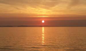 海平面上美丽日落摄影图片