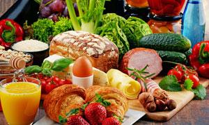 面包鸡蛋与黄瓜番茄等摄影高清图片