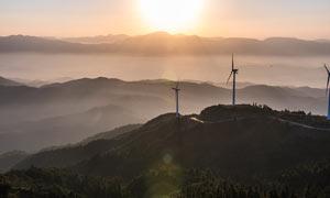 美丽的山顶日出景色摄影图片