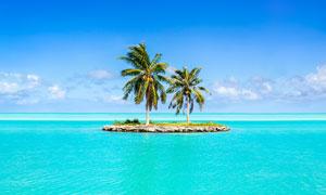 椰树小岛与海天一色风光等高清图片