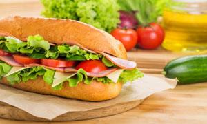 蔬菜与三明治近景特写摄影高清图片