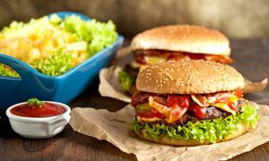 番茄蘸酱与美味汉堡包摄影高清图片