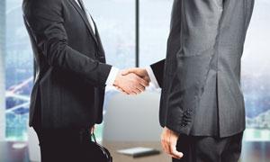 在握手的商务职场人物摄影高清图片