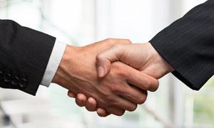 商务职场合作握手场景摄影高清图片