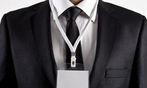 佩戴空白工作证的人物摄影高清图片