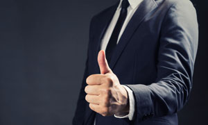 竖起大拇指的黑色西装人物高清图片