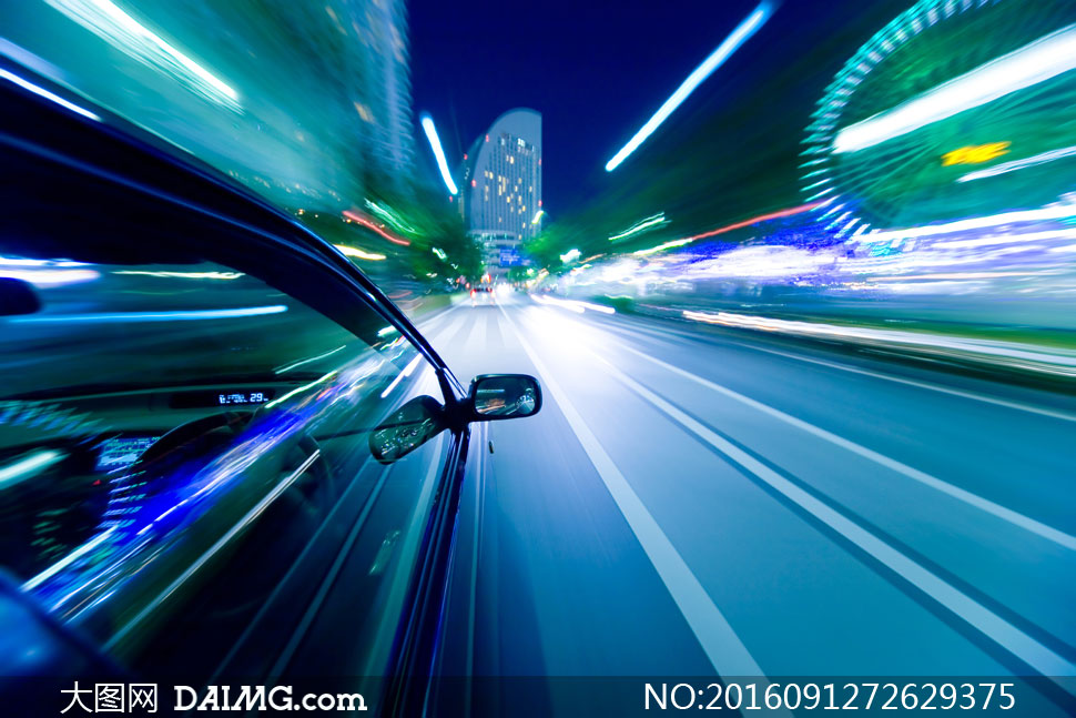 轿车与夜晚炫丽的夜景摄影高清图片