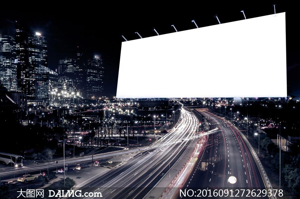 灯火辉煌的城市夜景与广告牌等图片
