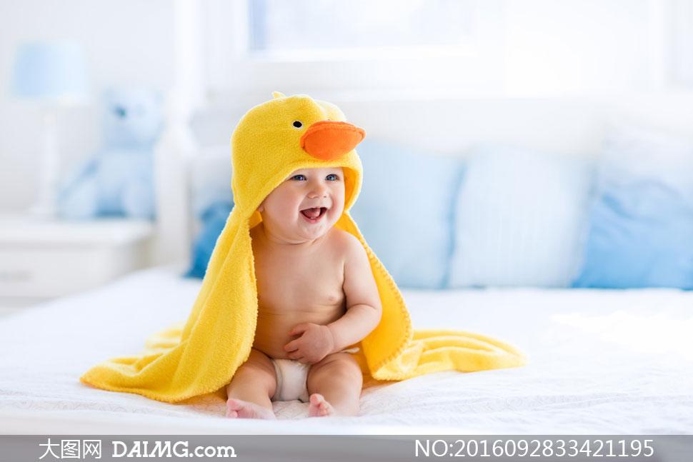 洗澡的小宝宝高清图片