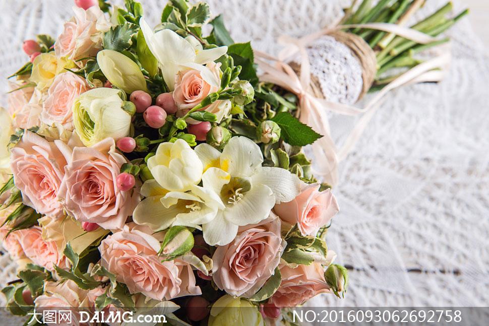 关 键 词: 高清摄影大图图片素材近景特写微距鲜花花朵花束捧花玫瑰