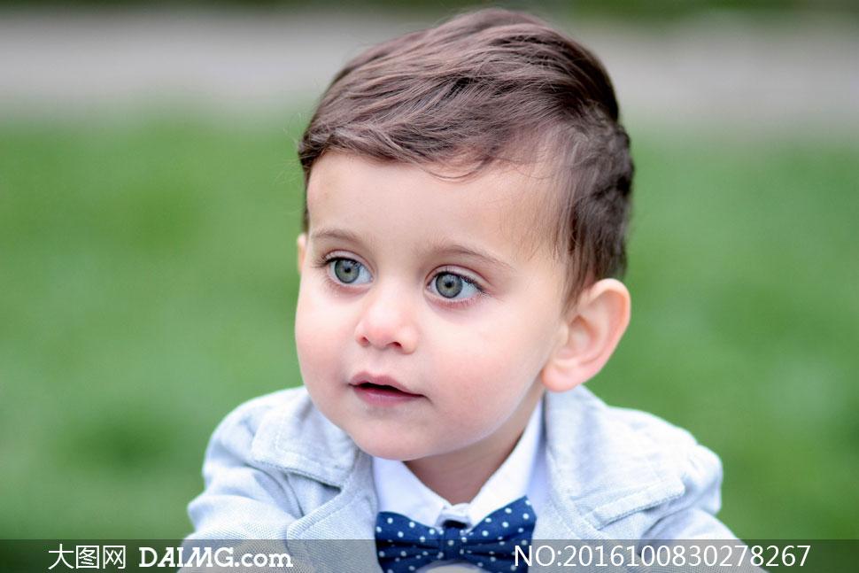图片素材人物儿童小男孩近景特写微距大眼睛领结西装