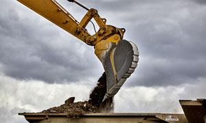工地现场施工作业的挖掘机高清图片