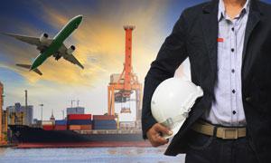 港口货轮与飞机工程师摄影高清图片