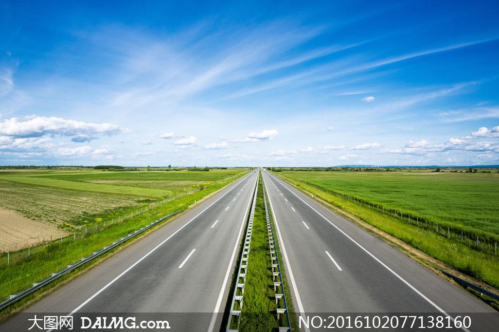 蓝天白云草地道路风光摄影高清图片