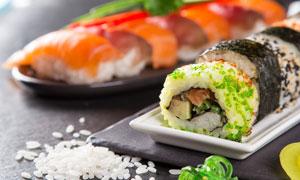 大米粒与三文鱼寿司等摄影高清图片