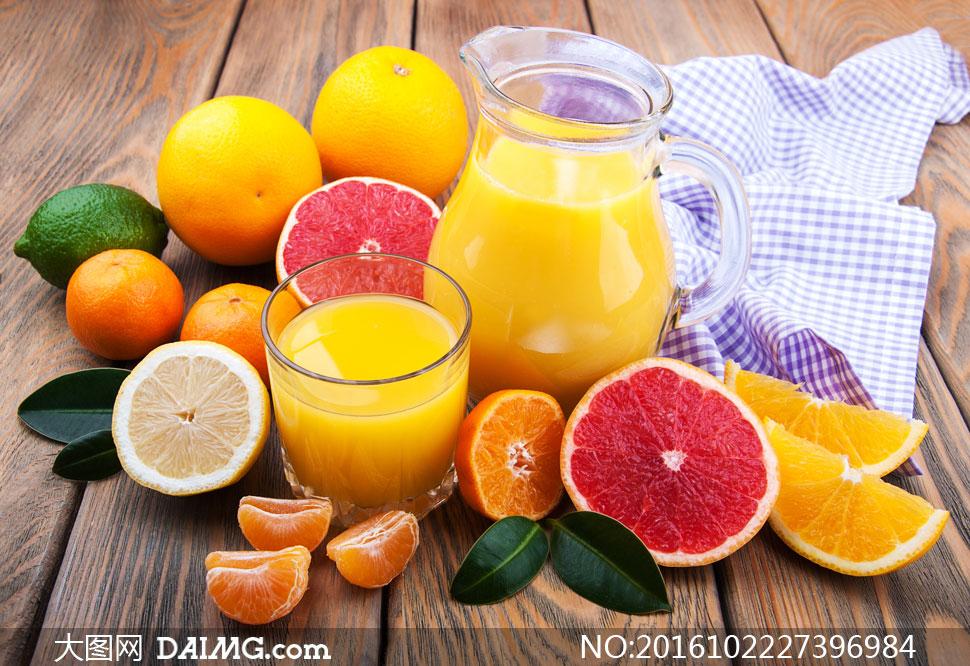 百科果汁玻璃杯切开蜜柚柚子红心柚橙子桔子橘子绿叶叶子柠檬格子布