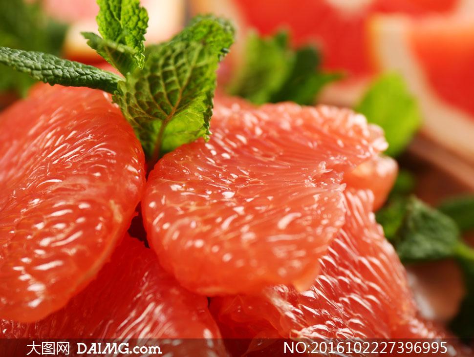 薄荷叶与红色柚子果肉摄影高清图片 - 大图网设计素材