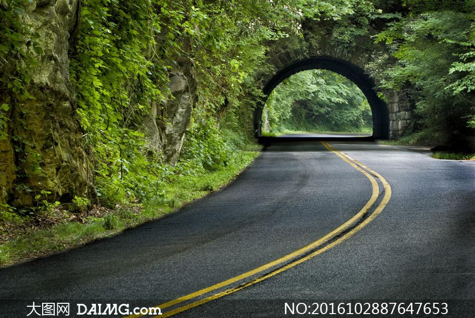 关 键 词: 高清摄影图片大图素材自然风景风光道路公路路面路边路旁