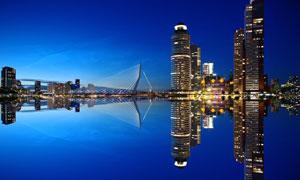 悬索桥与城市建筑夜景摄影高清图片