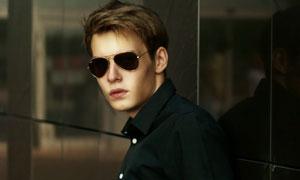戴墨镜的帅气男人写真摄影高清图片