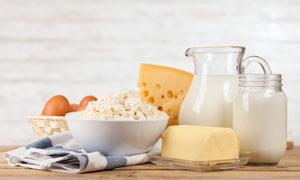 鸡蛋奶酪与牛奶等特写摄影高清图片