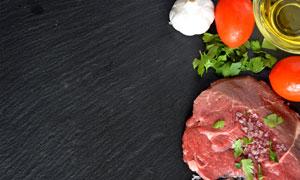 一块肉与大蒜食用油等特写高清图片