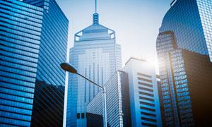 蓝色外观的城市建筑群摄影高清图片