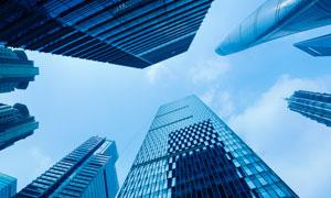 天空白云与城市商务写字楼高清图片