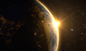 耀眼太陽光照亮的地球創意高清圖片