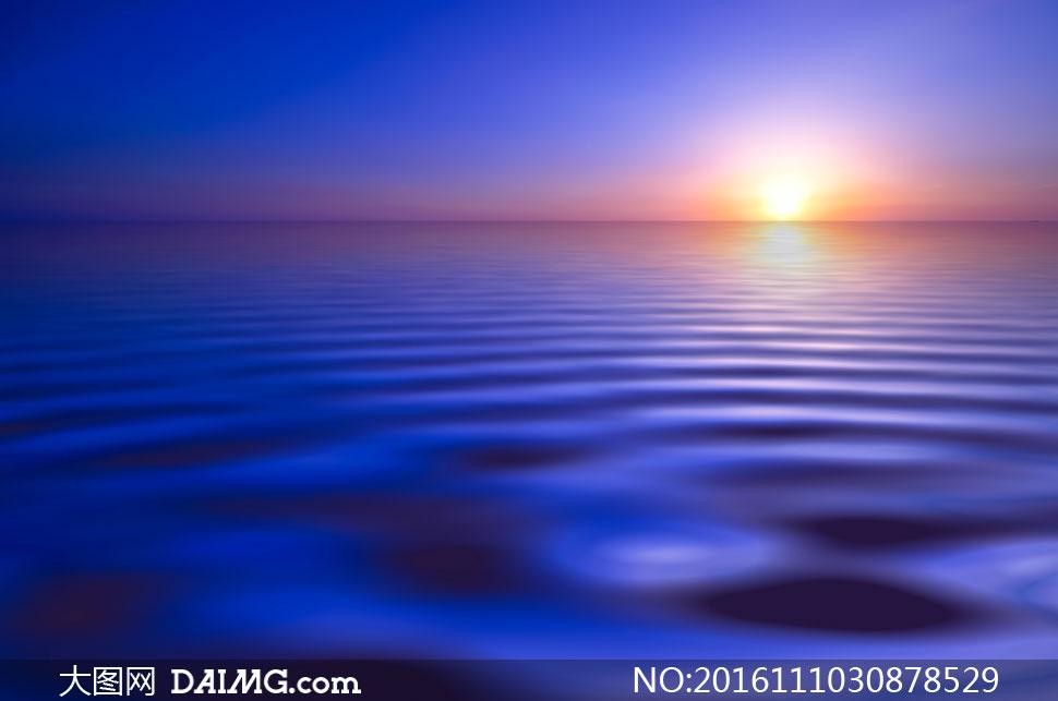 风景风光天空霞光晚霞云霞黄昏傍晚水波波光夕阳落日水波波光倒影蓝色