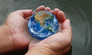 捧在手心里的地球创意设计高清图片