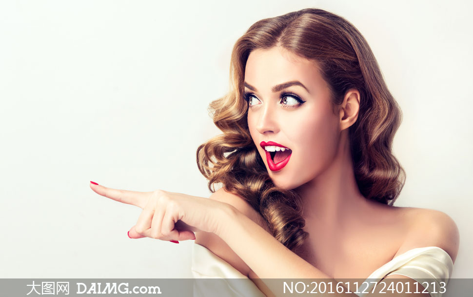 披肩卷发红唇美女模特摄影高清图片