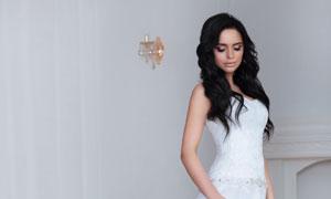白色婚纱礼服黑发美女摄影高清图片