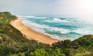 海边唯美的浪花和沙滩摄影图片