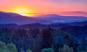 山间唯美的夕阳景色摄影图片
