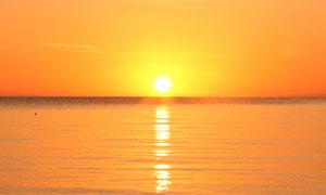 海上美丽的夕阳景色摄影图片