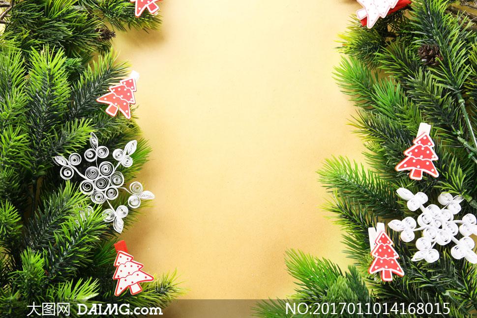 木板上的圣诞节装饰品边框高清图片
