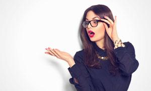 用手扶着眼镜框的红唇美女高清图片