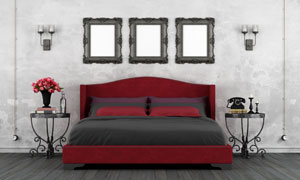 房间大床与壁灯画框等摄影高清图片