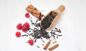 树莓桂皮与干茶叶特写摄影高清图片