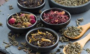 茶叶与干燥过的玫瑰花摄影高清图片