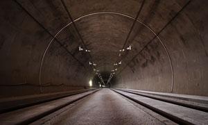 延伸到远方的隧道内景摄影高清图片