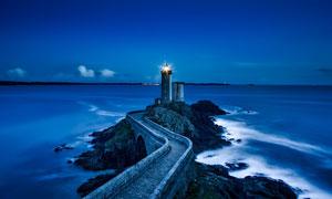 灯塔与海天一色的风光摄影高清图片