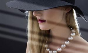 戴珍珠项链的美女人物摄影高清图片