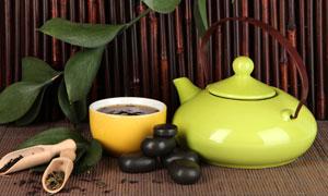 茶叶茶碗与绿色的茶壶摄影高清图片