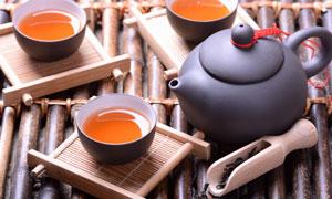 茶叶木铲与茶壶茶碗等摄影高清图片